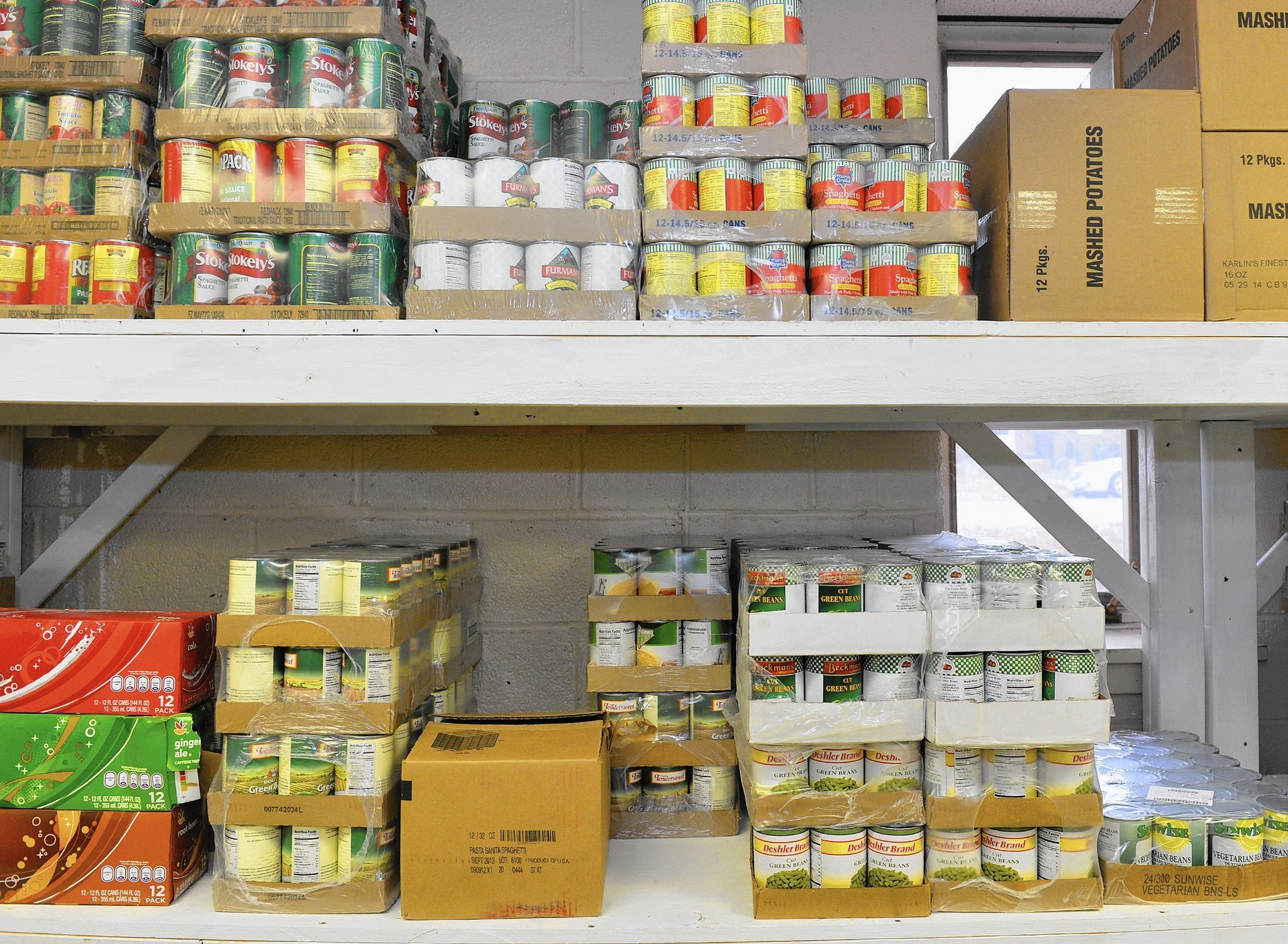 The Volunteer Center of the Lehigh Valley assists in donationg food to fee …